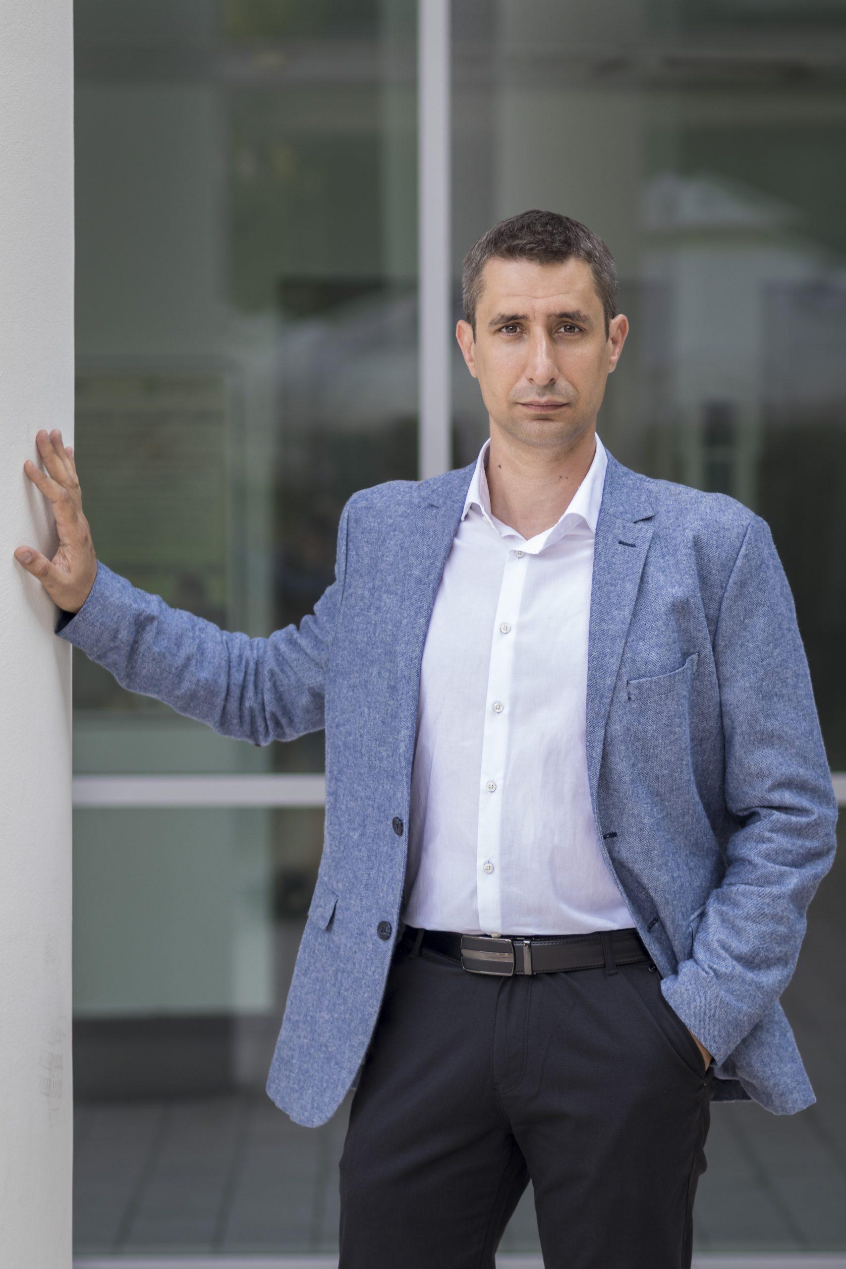 Dr. Simon Norbert